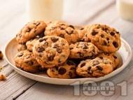 Домашни хрупкави бисквити (сладки) с парченца шоколад